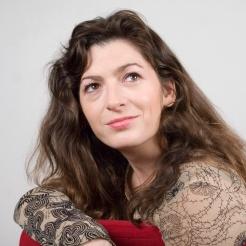 Shooting photo actrice française Emmanuelle Laborit photo Agathe Poupeney Maquillage : Cathy Delahaye