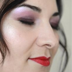 Shooting photo mode maquillage rose lèvres rouges Maquilleuse Coiffeuse Paris Photographe portrait Paris